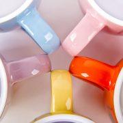 Кружки с домиками разных цветов