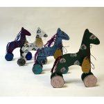 Деревянная игрушка на колёсах