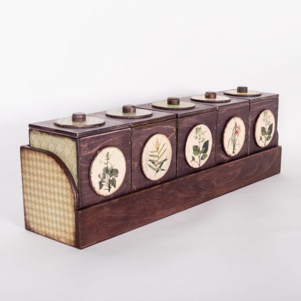 Набор чайных шкатулок на полке